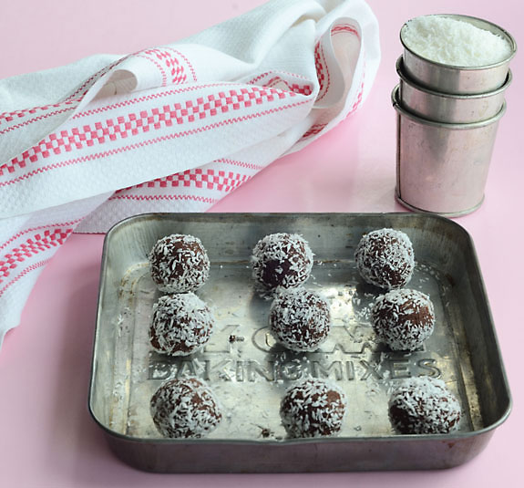 Paleo raw chocolate bites